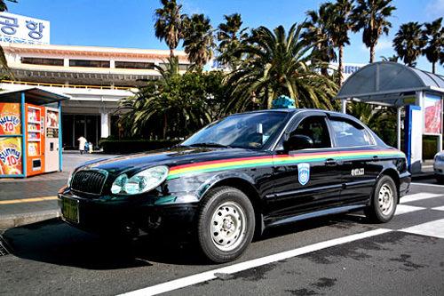 3色线条的无事故出租车