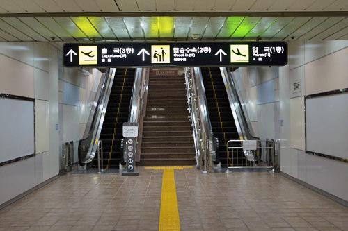 4.能看到前方就有电梯,乘坐电梯到达1层大厅