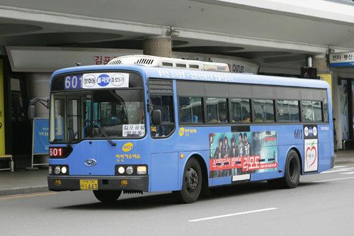 市区巴士(每种巴士的座席列数不一样)