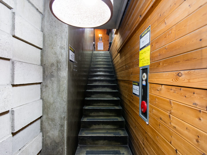 通向2层的楼梯