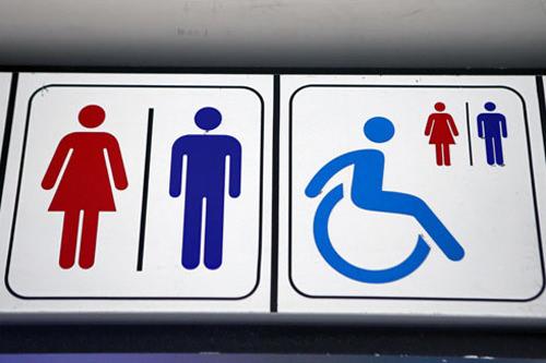 另外,位于加油站及高速公路休息区的卫生间还会标有公共卫生间的标识.图片