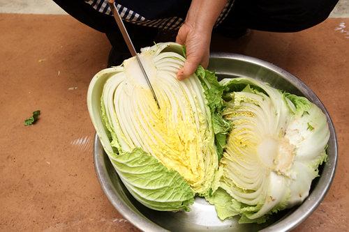 越冬泡菜的制作过程(广州韩语培训班)