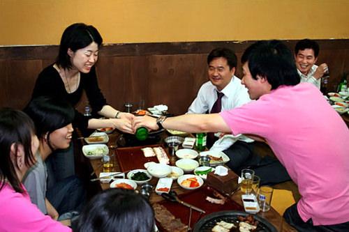 韩国的饮酒文化_韩国生活_韩国文化与生活_韩