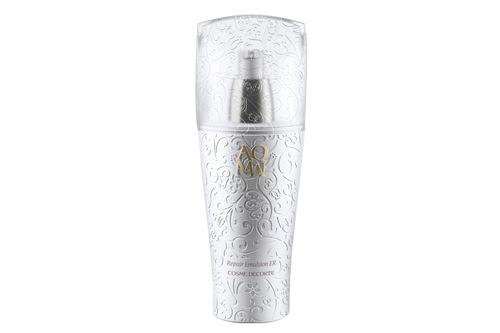【第5名】AQMW洗颜霜 透明质酸钠绵密而丰沛的泡沫,将污垢和老化角质都裹挟而去,让肌肤澄净柔滑。